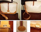 Guaranteed Authentic Vintage Gucci Small GG Monogram Canvas Cross Body Messenger Handbag. Perfect for spring.