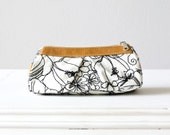 Cosmetic case in  offwhite floral cotton and brown leather