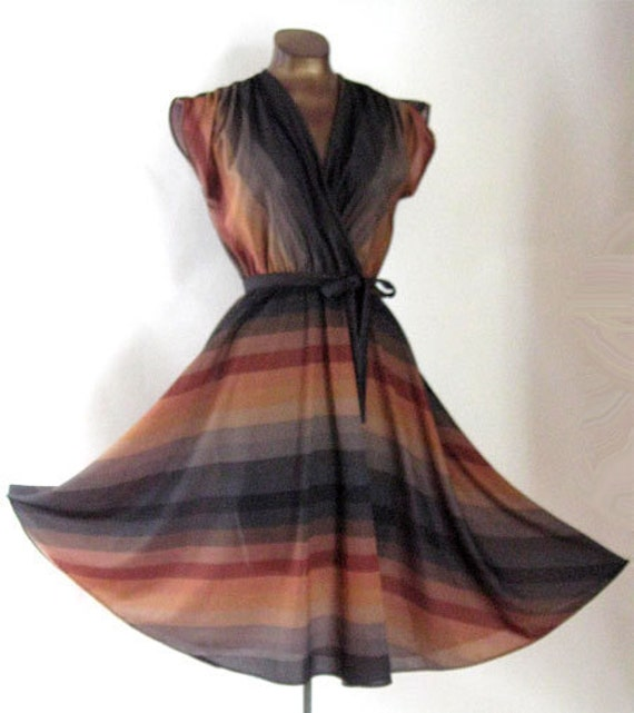 """Vintage 70s Faux Wrap Dress Full Skirt Ombre Stripes by AJAX 38"""" Bust"""