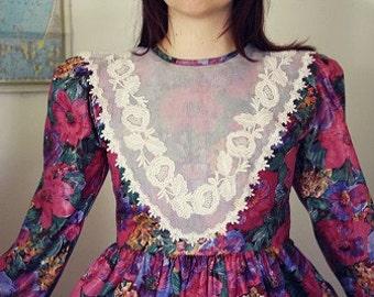 Vintage Avant Garde Floral Collar Lace Dress