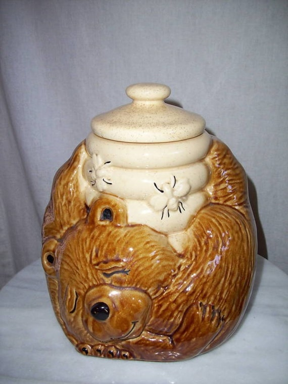 Mc coy sleeping bear with beehive cookie jar cutie pie - Beehive cookie jar ...