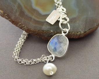 Moonstone sterling silver bracelet with white pearl dangle - Stone bracelet - Chain bracelet - Moonstone bracelet