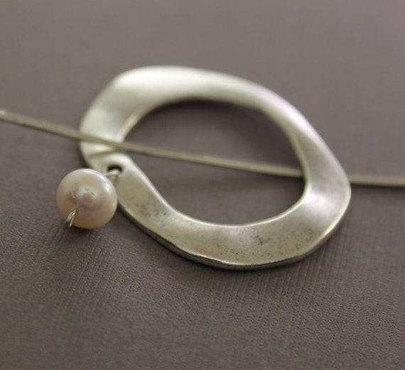 Penannular silver shawl pin, scarf pin with white pearl dangle and a pin stick - White pearl pin - Cardigan clasp - Minimalist pin - SP043