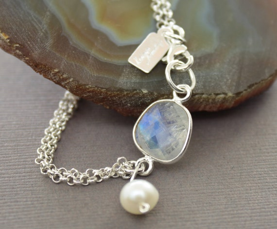 Moonstone sterling silver bracelet with white pearl dangle - Stone bracelet - Chain bracelet - Moonstone bracelet