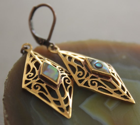 Vintage filigree bronze earrings in rhombus shape with abalone shell