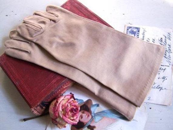 Vintage 1950s Taupe Gloves