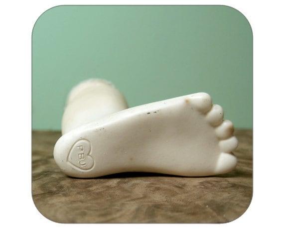 Plastic Doll Leg - Qty 1 - Lot 1087