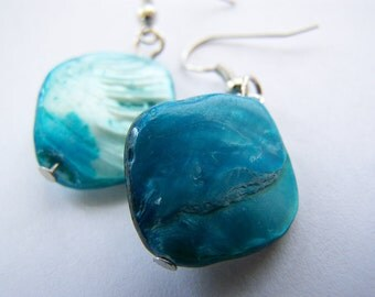 FREE SHIPPING WAI - Ocean Blue Mother of Pearl Earrings - a beautiful gift - everyday wear - bridesmaids jewelry for weddings