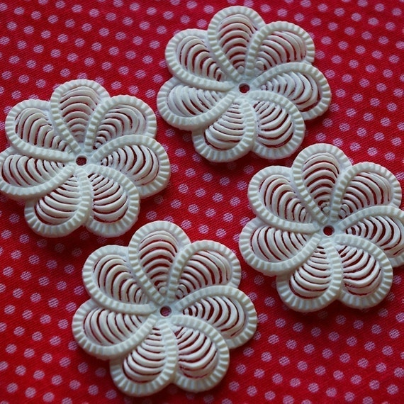4 vintage soft flexible plastic eddy daisy beads, white - SP0003