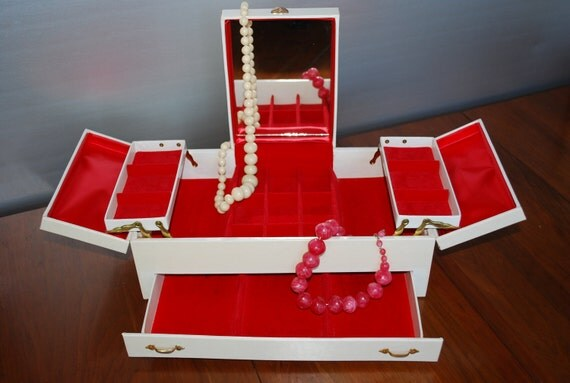 Vintage Off White Leatherette Jewelry Box with Lipstick Red Interior