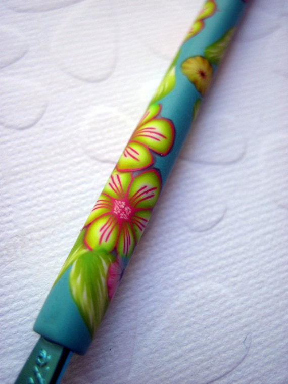 BOYE Crochet Hook - size E - handle covered with polymer clay - Aqua, pink and yellow.