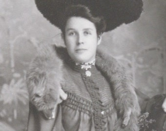 My Splendid Black Ostrich Feathered Hat c.1900 Victorian Photo Ladies Studio Portrait Fox Fur Stole