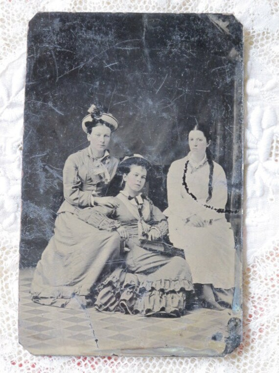 3 Fashionable Young Women Portrait  Victorian Tintype Photo c1870s
