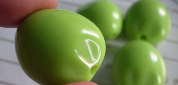 4 pcs Acrylic Kukui Nut Neon Green Beads