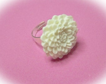 Large Mum Ring - Winter White - Chrysanthemum Flower