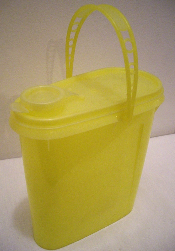 Vintage Tupperware Yellow Juice Carafe With Carrying Handle