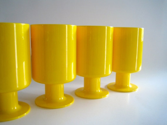 Decor Space Age Plastic Drinking Cups