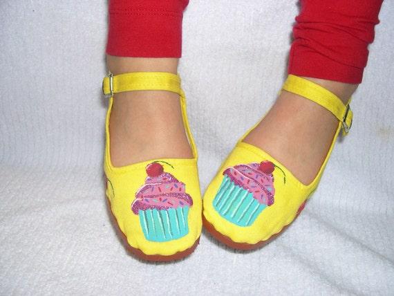 Sweet Treats   Yummy Cupcakes... Little Girls Mary Jane Shoes China Flats