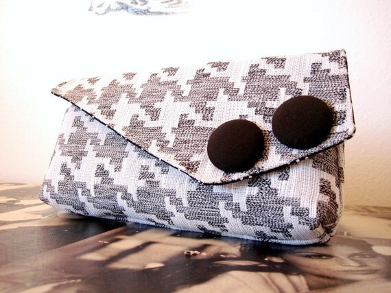 Christmas in July Sale  Gray and White Houndstooth Pocket Clutch