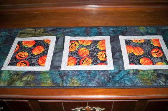 Quilted Tablerunner - SUMMER SALE - Grinning Pumpkins