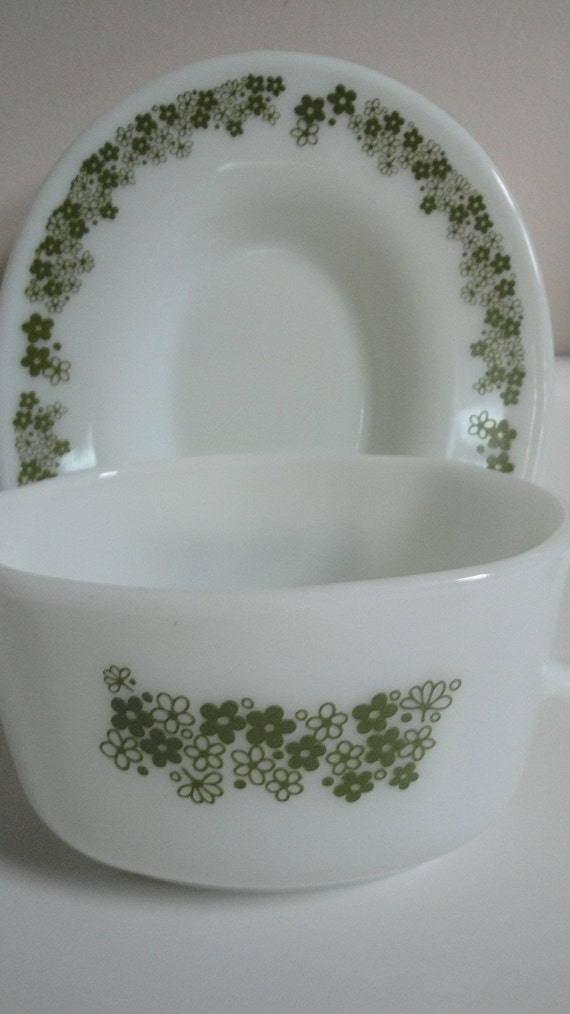 CIJ Sale 10% off Coupon Code: JULY10 Vintage Pyrex Crazy Daisy Gravy Boat with Underplate