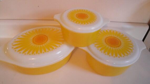 Vintage Pyrex Sunflower Daisy Casserole Set of 3