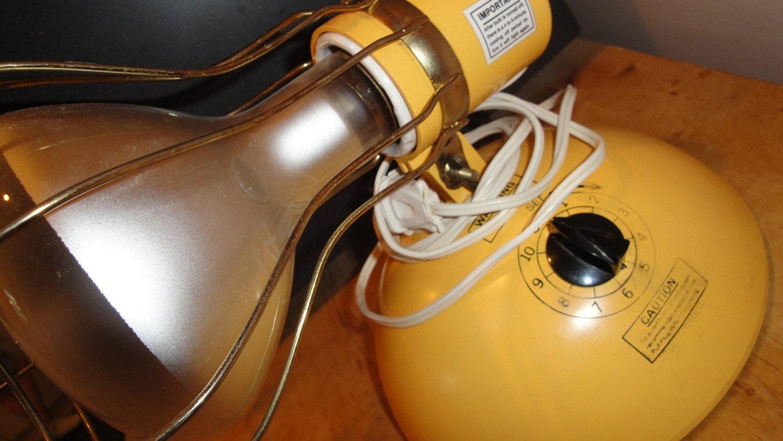 vintage 1970s sun lamp sun tanning lamp w bulb yellow. Black Bedroom Furniture Sets. Home Design Ideas
