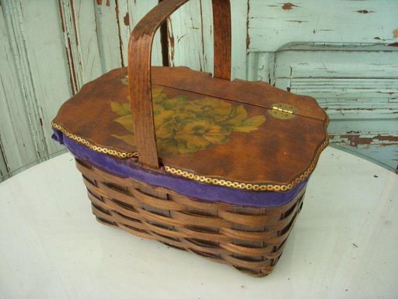 Vintage Sewing Basket - Handle