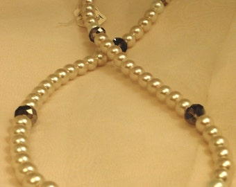 Pearl Imitation Beaded Necklace with Crystals and Silver Hook Latch