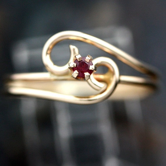 14K Yellow Gold Wire Wrap Red Ruby Gemstone Ring -Size 6 3/4