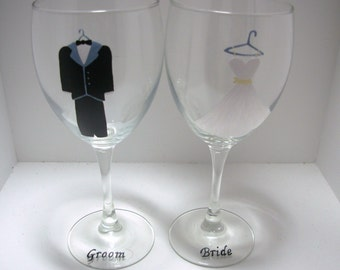 Bride and Groom Wedding Wine Glasses Handpainted, Wedding Wine Glass, Gift for the Couple, Wedding Gift, Personalized Wedding Gift,