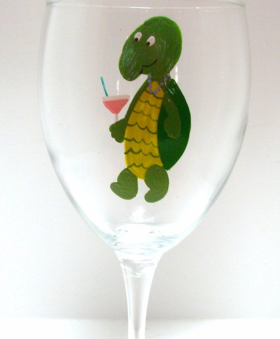 Turtle Wine Glass Handpainted Personalized, turtle wine glass, animal wine glass, personalized wine glass