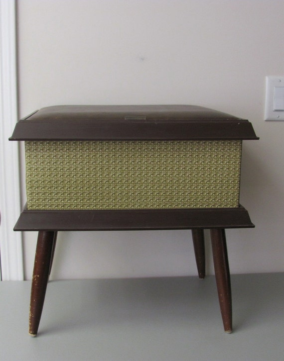 Vintage Pearl Wick Sewing Hassock