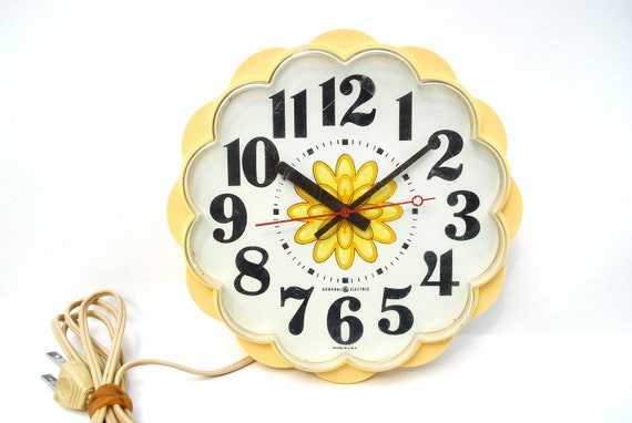 Vintage daisy clock 1970s electric kitchen clock pale yellow works great