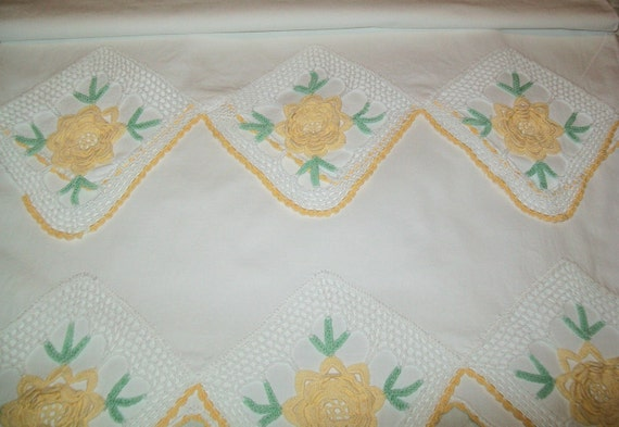 RESERVED for Roberta - 2 Vintage crocheted yellow flower pillowcases, white, yellow, crochet, green, floral, standard size, 1970s or 1960s