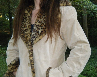 SALE  Vintage 70s BOHO beige suede  huge portrait collar faux leopard fur ladies coat size large