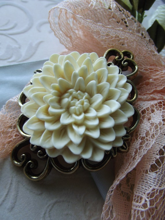 Chrysanthemum Brooch, Cream, Ivory, Antique Gold, Mother, Flower, Ornate