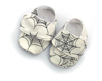 Baby Shoes - infant booties - White spiders web - size 0-6 months - SALE