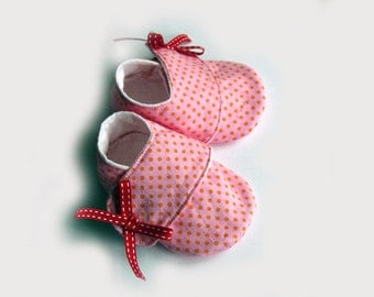 Baby girl shoes, size 0-6 months, pink dot sneakers