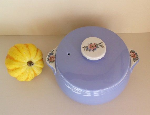 SALE - Vintage Hall's Rose Parade Covered Casserole Dish