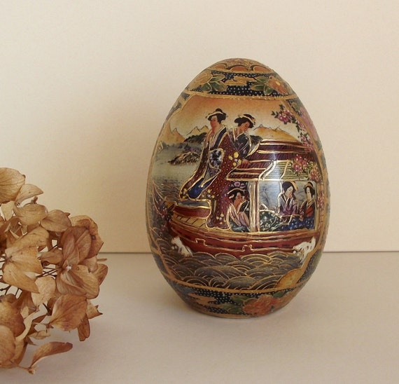 SALE - Vintage Satsuma Style Geisha Girl Oriental Porcelain Egg