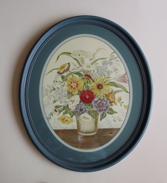 Kitschy Cottage 1940s Floral Bouquet Oval Framed Picture
