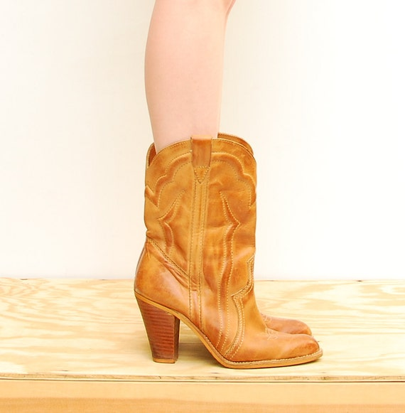 70s Boots - Western Boots - Cowboy Boots - Tan Leather Boots - Camel Heel Boots - Boho Boots - Fall Fashion - Daisy Duke - Size 8 1/2 9