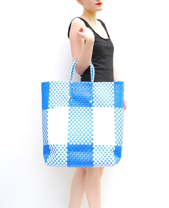 VINTAGE 60s Woven Beach Bag - Retro Checkered Oversized Tote - Extra Large Bag - Blue // White Picnic Bag