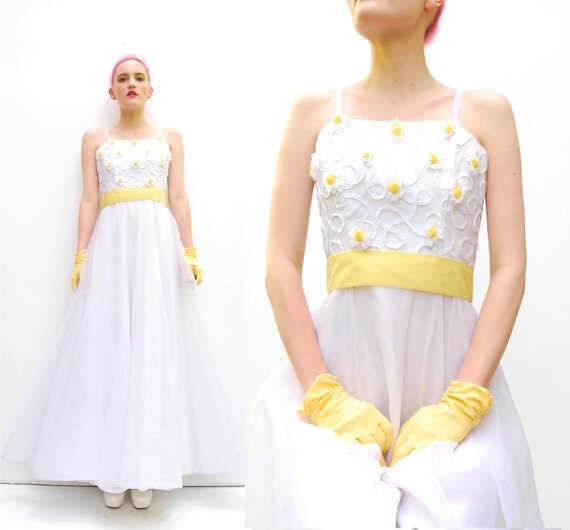 70s Does 50s Daisy Formal Dress - Floral Prom Gown - Daisies Full Skirt - Yellow Velvet Bow Belt - 1970s Flower Appliques - XS S 0 2 4