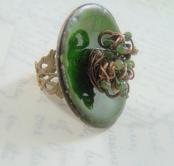 Emerald Green Enamel Ring - Vintaj Brass Jewlery - Green Coconut Shell Button Ring - May Fashion - Statement Jewelry - Emerald Isle