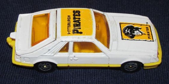 Pittsburgh Pirates 1982 Corgi Diecast Car Ford Mustang 1 64 Scale MLB Baseball Collectible