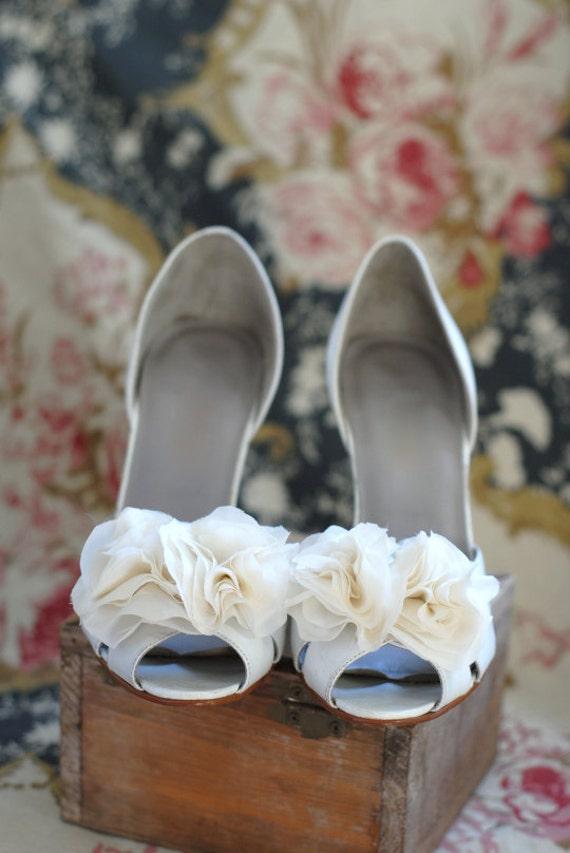 B. Poetic Shoe Clip Bouquet in Ivory