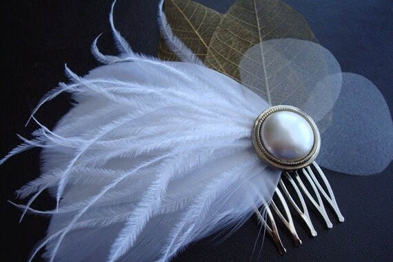 Elizabeth- Ivory Feather and Vintage Button Comb