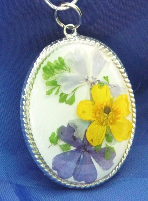 Pressed Flower Pendant, Yellow Buttercup, Resin(132)